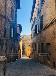 風景,空,建物,屋外,窓,レンガ,家,都会,道,歩道,地面,石,通り