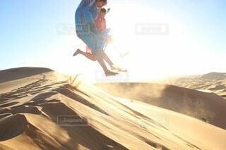 女性,自然,アウトドア,太陽,ジャンプ,光,人,砂漠,モロッコ,アフリカ,サハラ砂漠