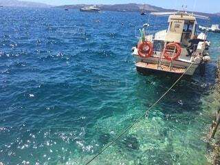 水の体の小さなボートの写真・画像素材[4650336]