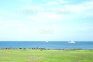 風景,海,空,夏,屋外,緑,ビーチ,雲,ボート,船,水面,海岸,草,シンプル,水上バイク
