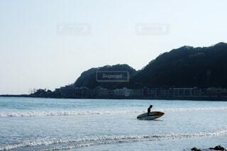 自然,海,空,屋外,サーフィン,サーフボード,ビーチ,ボート,波,水面,海岸,山,シンプル