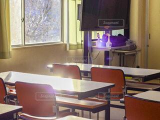 放課後17:00の教室を差し込む光の写真・画像素材[4652558]