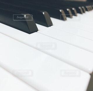 ピアノの鍵盤の写真・画像素材[4653729]