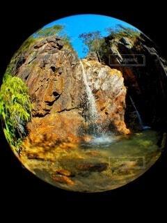 自然,夏,木,緑,水,水面,山,滝,登山,岩,洞窟,石,円,球