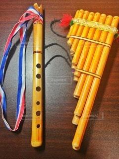 屋内,黄色,竹,木製,楽器,音楽,パイプ,伝統,管楽器,笛,ヒモ,ケーナ,サンポーニャ