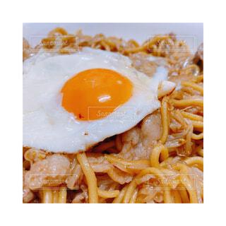 食べ物,Instagram,目玉焼き,卵,料理,麺,おいしい,焼きそば,インスタ,卵黄,インスタ映え