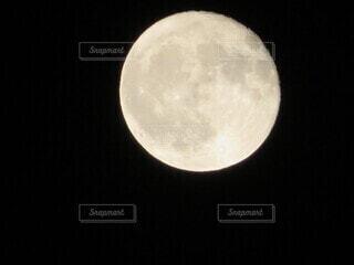 自然,風景,空,青,黒,飛行機,暗い,月,満月,淡い,日中