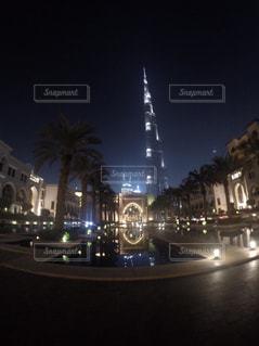 夜のライトアップされた街の写真・画像素材[919265]