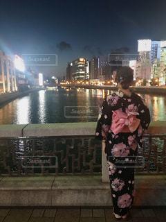 夜景と私の写真・画像素材[1421982]