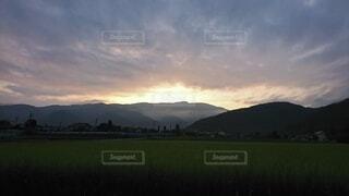 自然,風景,空,屋外,朝日,雲,山,景色,夜明け,草,樹木,田園