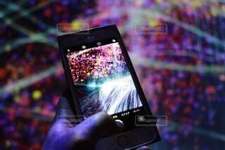 人物,人,ガジェット,携帯電話,モバイル機器,エレクトロニクス,電子機器,通信機器,スクリーン ショット,スマート フォン,携帯通信機器,タブレットコンピュータ