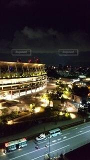 空,建物,夜,屋外,タワー,樹木,都会,ライトアップ,高層ビル,夜間,明るい,ダウンタウン,新国立競技場,オリンピックスタジアム