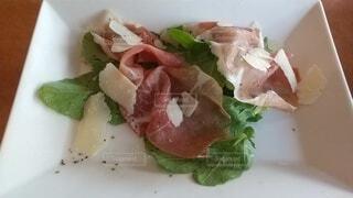 食べ物,皿,ハム,肉,刺身,魚介類,サーモン,プロシュート,フライ返し,鍬,動物性脂肪,クルード