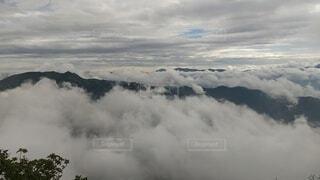 自然,風景,空,屋外,雲,大空,霧,山,くもり,草木,のぞき,日中,谷川岳,天神コース