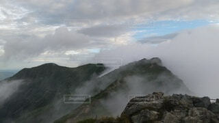 自然,風景,空,屋外,雲,大空,霧,山,大地,岩,崖,のぞき,日中,谷川岳,山腹