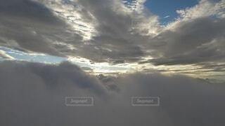 自然,風景,空,屋外,太陽,雲,暗い,霧,朝焼け,大地,崖,高原,群馬,新潟,くもり,のぞき,高い,日中,谷川岳,オキの耳,一ノ倉岳,谷川岳山頂