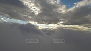 自然,風景,空,屋外,雲,飛行機,暗い,霧,飛ぶ,朝焼け,高原,群馬,新潟,くもり,高い,日中,谷川岳,オキの耳,一ノ倉岳,谷川岳山頂