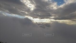 自然,風景,空,屋外,太陽,雲,飛行機,暗い,霧,飛ぶ,朝焼け,崖,高原,群馬,新潟,くもり,のぞき,高い,日中,谷川岳,オキの耳,一ノ倉岳,谷川岳山頂