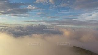 自然,風景,空,屋外,雲,飛行機,暗い,霧,飛ぶ,山,朝焼け,山頂,高原,群馬,新潟,くもり,高い,日中,谷川岳,トマの耳,一ノ倉岳,谷川岳山頂