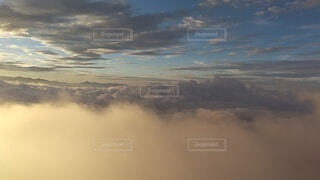 自然,風景,空,屋外,雲,夕暮れ,飛行機,暗い,霧,飛ぶ,山,朝焼け,山頂,群馬,新潟,くもり,高い,日中,谷川岳,山腹,トマの耳,一ノ倉岳,谷川岳山頂