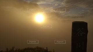 自然,空,屋外,太陽,雲,夕暮れ,霧,朝焼け,山頂,日の出,群馬,高い,日中,設定,山腹,トマの耳,一ノ倉岳,谷川岳山頂