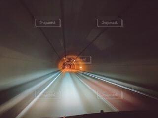 トンネル,天井,明るい,異空間,異世界