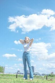 私と空と自由の写真・画像素材[4734861]