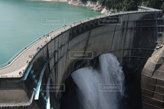 屋外,湖,ボート,水面,ダム,放水,黒部ダム
