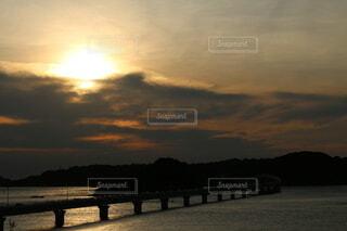 風景,空,屋外,太陽,ビーチ,雲,夕暮れ,川,水面