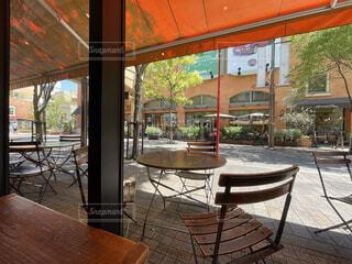 風景,建物,夏,屋外,窓,ベンチ,テラス,家,椅子,テーブル,家具,夏休み,ポーチ,コーヒー テーブル