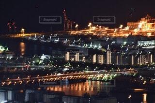 空,建物,夜,屋外,湖,船,水面,都会,高層ビル,明るい