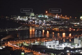 空,建物,夜,橋,屋外,水面,都市,工場,都会,高層ビル,明るい