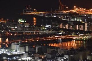 空,建物,夜,橋,屋外,湖,船,水面,都市,工場,都会,高層ビル,明るい