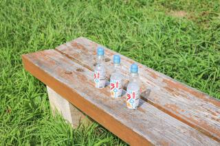 飲み物,自然,公園,夏,屋外,葉っぱ,草,座る,ボトル,木目,ラムネ,イス