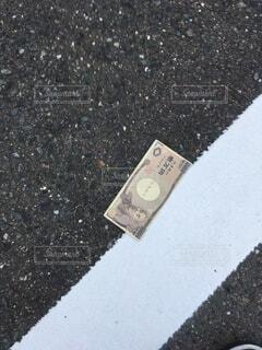 屋外,おもちゃ,地面,お金,アスファルト,コイン,通貨,現金,紙幣,おもちゃ銀行