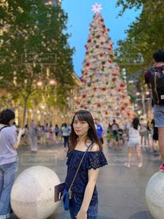 通りを歩く人々のグループの写真・画像素材[2892660]