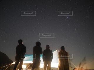 男性,風景,空,夜,夜空,屋外,後ろ姿,人物,人,キャンプ,ふもとっぱら,天文学