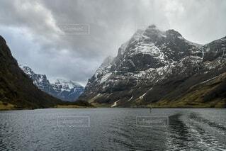 自然,風景,空,雪,屋外,湖,雲,水面,山,景色,ノルウェー,曇天,氷河,フィヨルド,日中,ベルゲン,ソグネフィヨルド