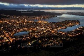 ノルウェー・ベルゲン フィヨルド+夜景の写真・画像素材[4679824]