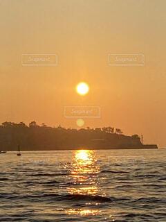 空,屋外,湖,太陽,ビーチ,ボート,夕暮れ,船,水面,日の出,水上バイク