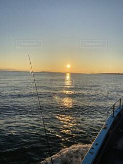 海,空,屋外,湖,太陽,ビーチ,ボート,夕暮れ,船,水面,水上バイク,セーリング