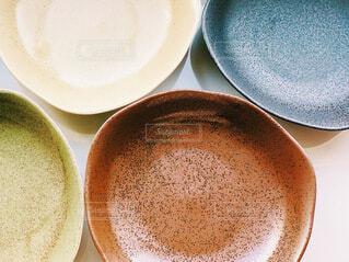 食卓,カラフル,テーブル,皿,食器,器,複数,個性,多色,多様性,パーティーテーブル