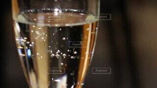 ディナー,室内,テーブル,ワイン,グラス,バー,ドリンク,シャンパン,デート,酒,炭酸,コース料理,シャンパングラス,しゅわしゅわ,シュワシュワ,弾ける