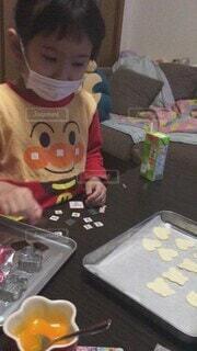 家族,食べ物,食事,屋内,子供,女の子,人物,人,お菓子,バレンタイン,手作り,お菓子作り,手作りお菓子,4歳,娘,飲食,娘と一緒に,パイの実