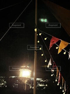 自然,アウトドア,空,夜,ランタン,キャンプ,フラッグ,テント,明るい,ガーランド,キャンプの夜