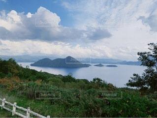 自然,風景,空,屋外,湖,ビーチ,雲,水面,山,草,樹木