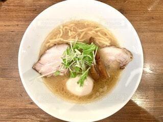 食べ物,テーブル,皿,レストラン,木目,めんつゆ,株式,アジアのスープ