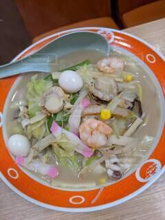 食べ物,ディナー,屋内,テーブル,野菜,皿,サラダ,卵,料理,エビ,魚介類