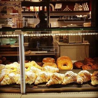 食べ物,ショップ,屋内,海外,パン,デザート,オシャレ,お菓子,レストラン,おいしい,ドーナツ,バチカン市国,パン屋さん,菓子,ファストフード,スナック,ペストリー,vaticancity