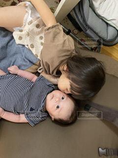 風景,屋内,人物,人,赤ちゃん,幼児,人間の顔,姉弟 2歳 0歳 女の子 男の子